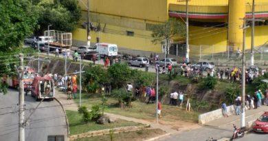 Vídeo mostra carro caindo dentro do Ribeirão Caladão em Coronel Fabriciano