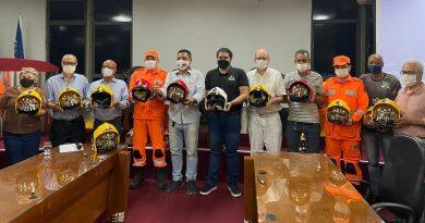 Bombeiros de Timóteo recebem novos equipamentos. Presente o deputado federal Newton Cardoso Junior